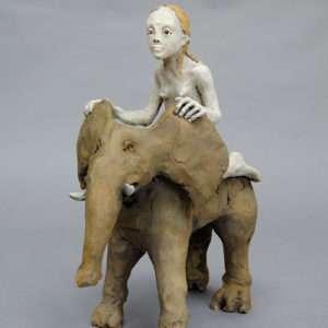 Femme sur un éléphant