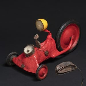 Tricycle au toit rouge